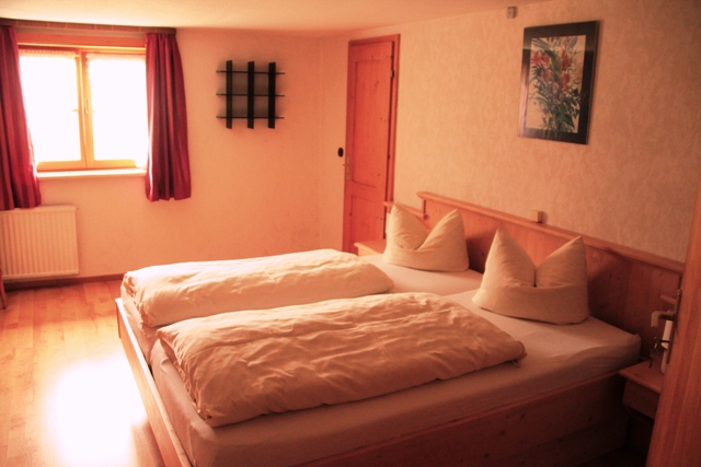 Zimmer_3_Bett